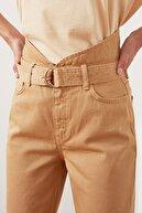 TRENDYOLMİLLA Taba Kemerli Bel Detaylı Süper Yüksek Bel Straight Jeans TWOAW21JE0568