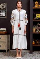 Chiccy Kadın Beyaz Hera Kolları Ve Yakası Nakışlı El İşi Dev Püskül Detaylı Ponponlu Salaş Dokuma Elbise