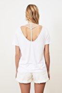 TRENDYOLMİLLA Beyaz Biye Detaylı Basic Örme T-Shirt TWOSS20TS0881
