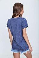 Trend Alaçatı Stili Kadın İndigo Askı Detaylı Yıkamalı T-Shirt MDA-1124