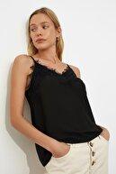 TRENDYOLMİLLA Siyah Dantel Detaylı Bluz TWOSS19BB0208