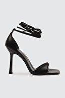 Trendyol Shoes Siyah Küt Burunlu Kadın Klasik Topuklu Ayakkabı TAKSS21TO0040