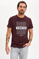 Defacto Erkek Bordo Tokyo Baskılı Slim Fit Bisiklet Yaka Pamuklu Tişört S3765AZ20HS