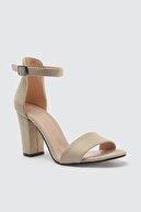 Trendyol Shoes Bej Tek Bantlı Süet Kadın Klasik Topuklu Ayakkabı TAKSS21TO0031