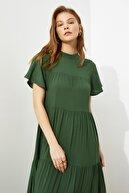 TRENDYOLMİLLA Zümrüt Yeşili Geniş Kesim Elbise TWOSS21EL0525