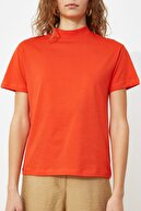 TRENDYOLMİLLA Kırmızı Basic Dik Yaka Örme  T-Shirt TWOAW20TS0096