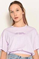 Addax Kadın Açık Lila Yazı Detaylı T-Shirt P0959 - Dk8 Adx-0000022395