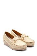 Derimod Kadın Bej Dolgu Topuklu Loafer Ayakkabı