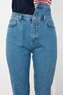TRENDYOLMİLLA Mavi Bel Detaylı Yüksek Bel Mom Jeans TWOSS21JE0086