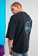 TRENDYOL MAN Lacivert Erkek Oversize Bisiklet Yaka Baskılı T-Shirt TMNSS21TS1219