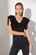 TRENDYOLMİLLA Siyah ÇıtÇıtlı Dantelli Triko Body TWOSS21BD0104