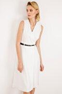 Ekol Bayan Beyaz V Yaka Kemerli Elbise
