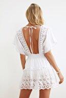 TRENDYOLMİLLA Beyaz Fisto Detaylı Vual Plaj Elbisesi TBESS21EL1248