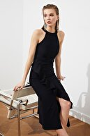 TRENDYOLMİLLA Siyah Volan Detaylı Elbise TPRAW19BB0144