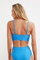 TRENDYOLMİLLA Mavi Cut Out Detaylı Bikini Üstü TBESS21BU0235