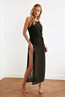 TRENDYOLMİLLA Siyah Derin Yırtmaçlı Örme Plaj Elbisesi TBESS21EL2991