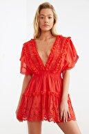 TRENDYOLMİLLA Kırmızı Fisto Detaylı Vual Plaj Elbisesi TBESS21EL1248