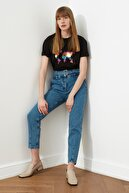 TRENDYOLMİLLA Lacivert Kemerli Dikiş Detaylı Yüksek Bel Mom Jeans TWOSS21JE0037