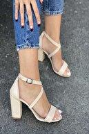 İnan Ayakkabı Kadın  Önden Tek Bant Ve Çapraz Bant Tokalı Topuklu Ayakkabı
