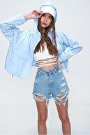 Trend Alaçatı Stili Kadın Mavi Beş Cepli Yüksek Bel Soluk Efektli Paçası Dikişsiz Denim Şort ALC-X5960