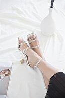 Straswans Kadın Beyaz Taş Detay Topuklu Deri Sandalet