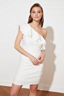 TRENDYOLMİLLA Ekru Yaka Detaylı Elbise TPRSS21EL2873