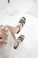 Straswans Kadın Siyah Pound Topuklu Küt Burun Sandalet