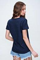 Trend Alaçatı Stili Kadın Lacivert V Yaka Basıc T-Shırt ALC-1045-A
