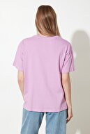 TRENDYOLMİLLA Lila Nakışlı Boyfriend Örme T-Shirt TWOSS20TS0228