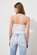 TRENDYOLMİLLA Beyaz Fırfır Detaylı Fitilli Örme Bluz TWOSS21BZ0691