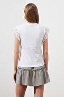 TRENDYOLMİLLA Beyaz Brode Detaylı Örme Bluz TWOSS21BZ1080