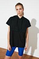 TRENDYOLMİLLA Siyah Kapüşonlu Nakışlı Örme Sweatshirt TWOSS21SW0154