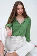 Trend Alaçatı Stili Kadın Haki Basic Viskon Gömlek ALC-X5442