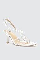 Trendyol Shoes Beyaz Küt Burunlu İnce Bantlı Kadın Klasik Topuklu Ayakkabı TAKSS21TO0039