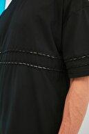 TRENDYOL MAN Siyah Erkek Oversize Bisiklet Yaka Kısa Kollu Nakışlı T-Shirt TMNSS21TS1891