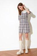 TRENDYOLMİLLA Çok Renkli Kuşaklı Yaka Detaylı Elbise TWOSS21EL0431