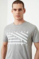 TRENDYOL MAN Gri Erkek Slim Fit Baskılı Yeni T-Shirt TMNSS20TS0079
