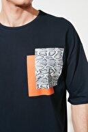 TRENDYOL MAN Lacivert Erkek Oversize Kısa Kollu Baskılı T-Shirt TMNSS21TS0149