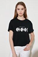 TRENDYOLMİLLA Siyah Baskılı Boyfriend Örme T-Shirt TWOSS20TS0245