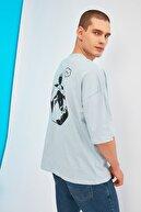 TRENDYOL MAN Mavi Erkek Oversize Sırt Baskılı Bisiklet Yaka T-Shirt TMNSS21TS0750