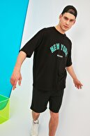 TRENDYOL MAN Siyah Erkek Oversize Fit Bisiklet Yaka Kısa Kollu Baskılı T-Shirt TMNSS21TS1629