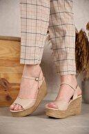 Ccway Kadın Bej Tek Bantlı Dolgu Topuklu Sandalet