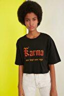 TRENDYOLMİLLA Siyah Loose Crop Örme T-Shirt TWOSS21TS2140