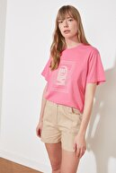 TRENDYOLMİLLA Fuşya Boyfriend Örme T-Shirt TWOSS21TS2126