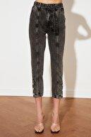 TRENDYOLMİLLA Antrasit Kemerli Paça Detaylı Yüksek Bel Mom Jeans TWOSS21JE0503