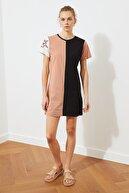 TRENDYOLMİLLA Çok Renkli Renk Bloklu Örme Elbise TWOSS21EL2252