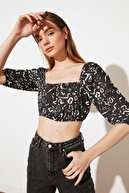 TRENDYOLMİLLA Siyah Kare Yaka Örme Bluz TWOSS21BZ1515