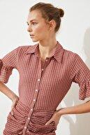 TRENDYOLMİLLA Kahverengi Büzgü Detaylı Düğmeli Elbise TWOSS21EL1763