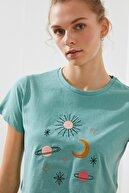TRENDYOLMİLLA Mint Nakışlı Crop Örme T-Shirt TWOSS21TS1619