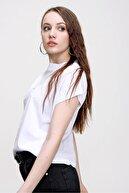qiwiclub Kadın Beyaz Dik Yaka Basic T-shırt7870